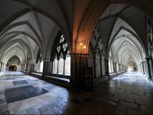 Gucci vai desfilar coleção cruise na Abadia de Westminster