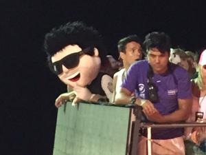"""""""Japonês da Federal"""" curte trio elétrico no Carnaval de Salvador"""