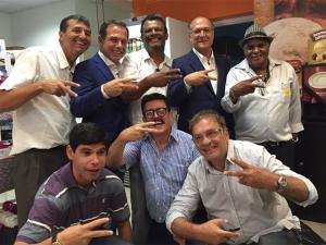Pelo Twitter, Doria exibe fotos e diz ser candidato de Alckmin