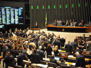 Troca-troca e novos partidos mudam configuração da Câmara