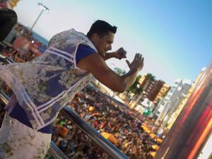 Em dia de atrasos no Barra-Ondina, Harmonia do Samba toca samba de roda