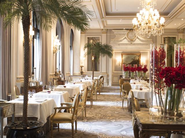 Salão do Le Cinq no Four Seasons Hotel George V em Paris