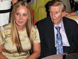 Bilionário das comunicações de 92 anos tem vida exposta pela ex