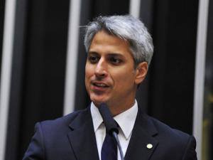 Ex-petista Alessandro Molon é a aposta da Rede para a prefeitura do Rio. À entrevista!