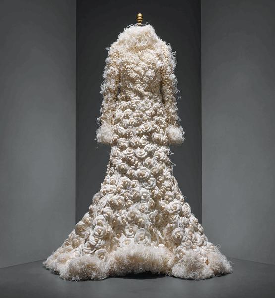 "Vestido de noiva Chanel por Karl Lagerfeld - ""Manus x Machina: Fashion in an Age of Technology"""