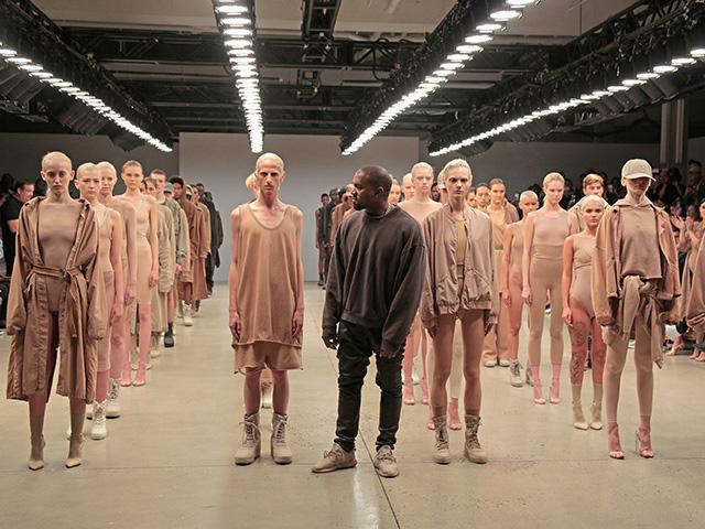 Kanye West no desfile da Yeezy, em setembro de 2015. Hoje tem mais!
