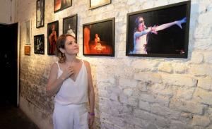 Drica Moraes e outras atrizes em homenagem na Lapa, no Rio