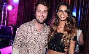 Marcella Fogaça lança EP cercada de globettes e glamurettes, em Ipanema