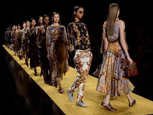 Desfile da marca Alessa no Fashion de 2015 créditos: Yasuyoshi Chiba/AFP
