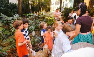Netos e vovós curtiram um dia de caça aos ovos no Cidade Jardim