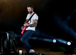 O rebolado hipnotizante de Adam Levine no primeiro show do Maroon 5 em SP