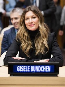 Mudança no cabelo de Gisele Bündchen sugere nova gravidez