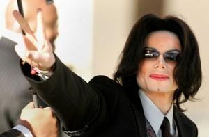 Michael Jackson bate mais um recorde e deve faturar R$ 3 bi neste ano