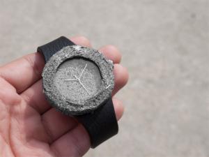 Relógio criado com pedra lunar será vendido a preço astronômico. Oi?