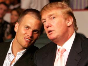 Amizade de Tom Brady e Donald Trump irrita torcedores do Patriots