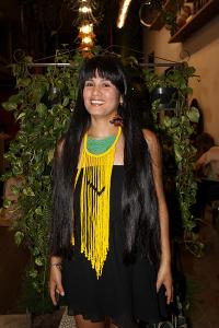 Cris Dios e a índia Wara Jahuira fazem bate-papo sobre cuidados com o cabelo