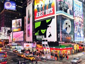 """Em cartaz no Brasil, """"Wicked"""" bate marca de US$ 1 bilhão na Broadway"""