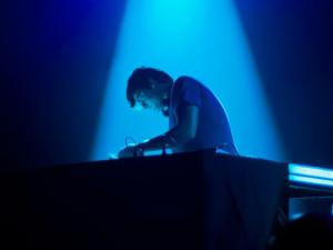 Setlist retrô do DJ Lele dá uma pista do que será nosso sunset no Rio. Play!