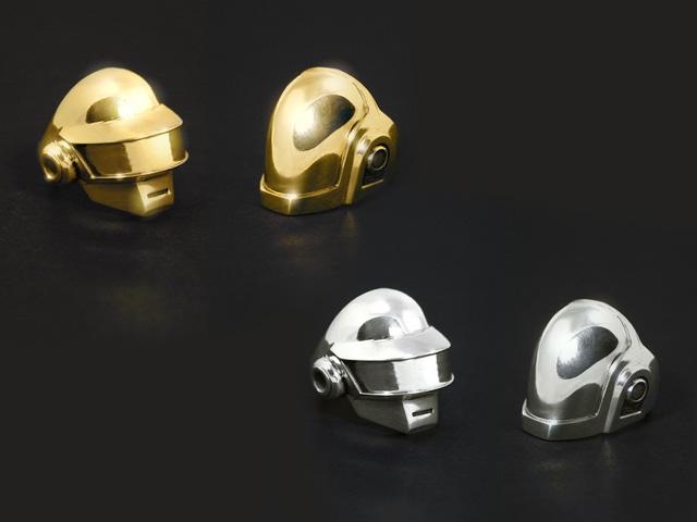 Anéis do Daft Punk, criados a partir dos icônicos capacetes da dupla