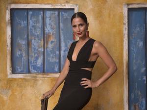 """Camila Pitanga: evocando espírito da natureza, se exercitando com """"japa figuraça""""… Vem saber"""