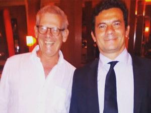 Sérgio Moro é tietado em restaurante de Charlô Whately em SP
