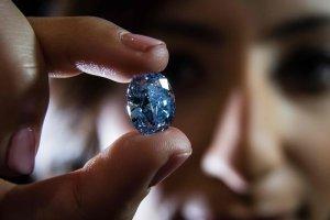Sotheby's vai leiloar diamante azul que pode chegar a R$ 130 milhões