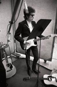 Bob Dylan vende 6 mil itens pessoais para universidade americana