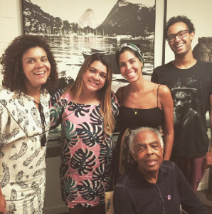 Depois de alta, Gilberto Gil posta foto ao lado dos filhos no Rio
