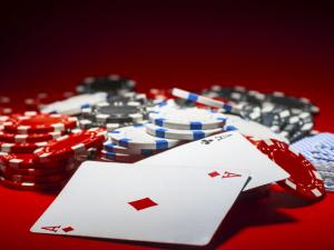 Em meio à crise política, Congresso discute 'rumos do poker no Brasil'