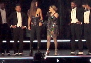 Madonna mostra seio de garota de 17 anos em show na Austrália
