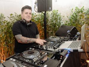 DJ Marcelo Botelho cria playlist especial para o almoço de Páscoa. Play!