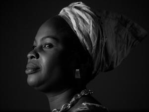 Exposição retrata vida de mulheres refugiadas no Brasil
