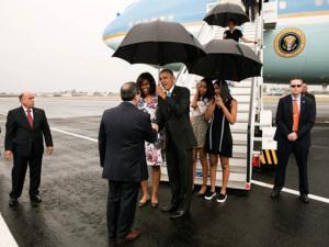 Vestido usado por Michelle Obama na chegada a Cuba vale R$ 8 mil