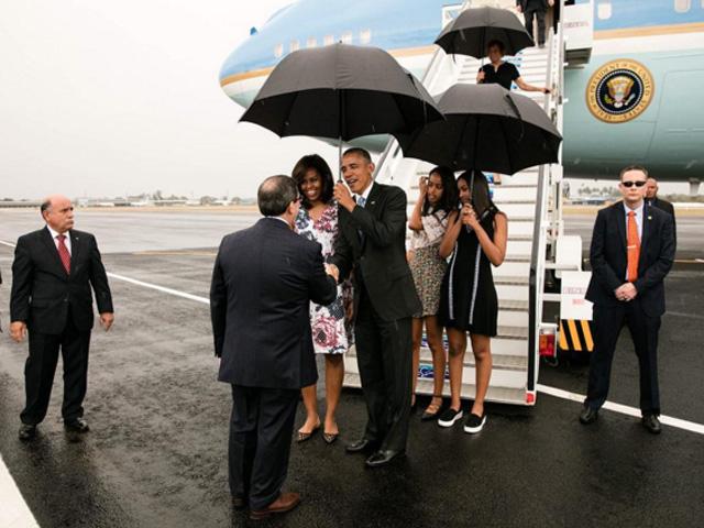Família Obama chegando em Cuba