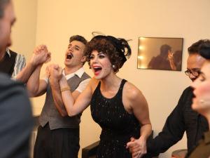 Zeca Baleiro e elenco de musical sobre a paixão segundo Nelson Rodrigues