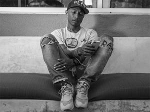 Pharrell Williams pode ter um tênis para chamar de seu. Adidas, tá?
