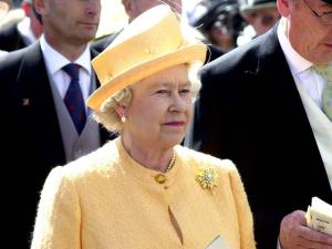 Rainha Elizabeth teve seus looks revisitados nos desfiles de Milão e Paris