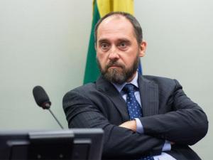 Adams quer fechar acordo com Samarco antes de deixar AGU