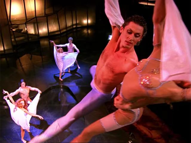 Cena do espetáculo Paramour do Cirque du Soleil na Broadway