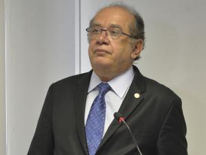 Gilmar Mendes fica constrangido em voo com vídeo de Lula