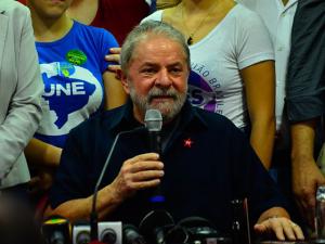Saúde de Lula é boa, mas é preciso moderação, dizem amigos