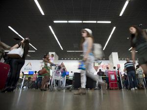 No aeroporto de Brasília, computadores e Smartphones com Delcídio na tela