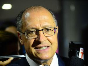 Alckmin se reúne com Dilma e é esperado em encontro da oposição