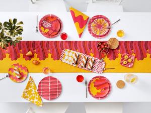 Lá em Casa: cores mil na nova linha da finlandesa Marimekko para Target