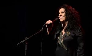 Gal Costa canta em show fechado aos pés do Cristo Redentor