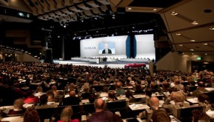 Salsichas estragam evento da Daimler AG na Alemanha. Oi?