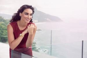 Débora Nascimento mais linda do que nunca na nova campanha da Dumont