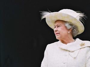 No aniversário da rainha Elizabeth, um fato para cada década vivida por ela
