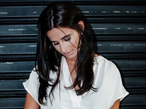 "Clara Ribeiro lança remix de ""When We Were On Fire"", de James Bay"