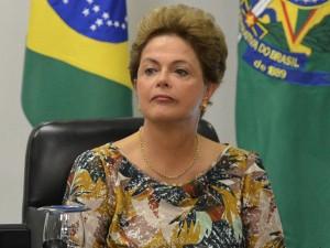 Impeachment é aprovado e aliados de Dilma deixam o plenário em silêncio